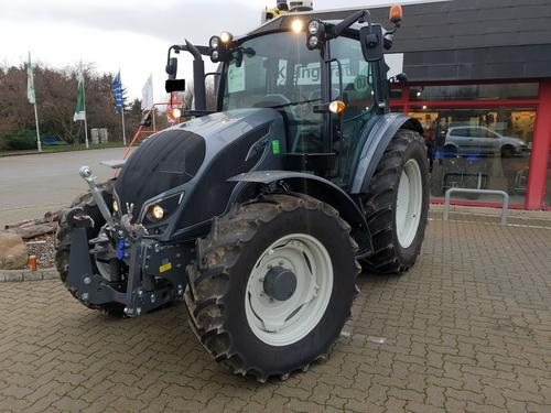 Valtra A114 HiTech Year of Build 2017 Schladen