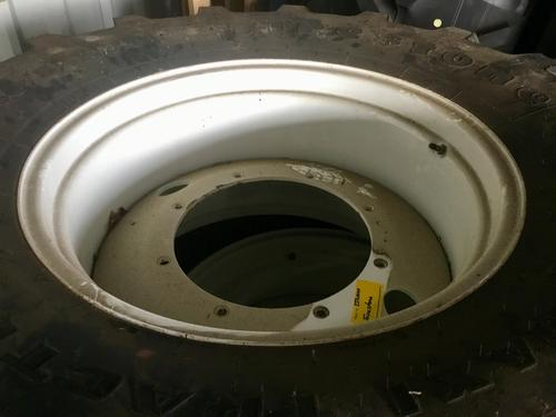 New Holland 540/65 R 28 + 650/65 R 38 Peine