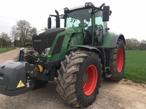 Traktor Fendt - 828 VARIO SCR PROFI PLUS