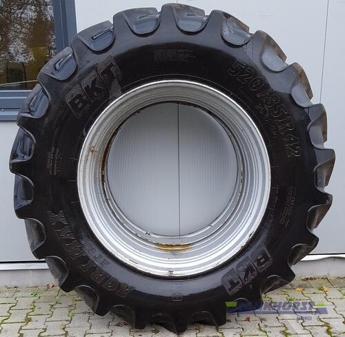 Bereifung Reifen Schläuche 520/85 R 42 Рік виробництва 2016 Wiefelstede-Spohle