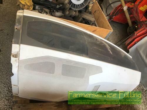 Lamborghini Motorhaube, leicht beschädigt