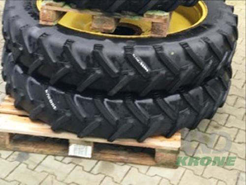 BKT 300/95R46