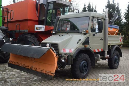 Mercedes-Benz Unimog U 90 *Schneeausrüstung* Årsmodell 2000 4-hjulsdrift