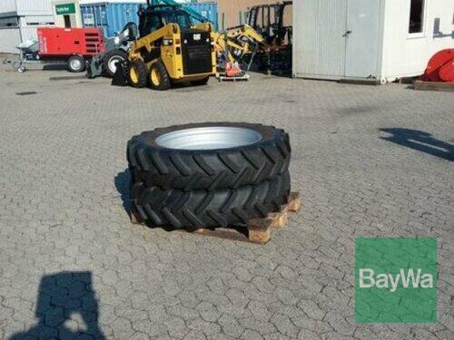 BKT 270/95 R32+300/95r46 Baujahr 2013 Manching