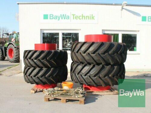 Pirelli 600/65 R34 + 710/70 R42 Año de fabricación 2004 Straubing